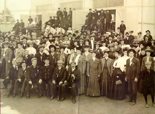1905 Group at Lewis & Clark Exposition fire station