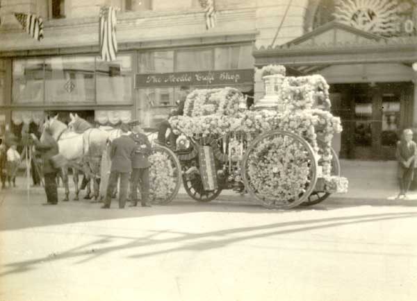 1908 Fire engine decorated for Rose Parade