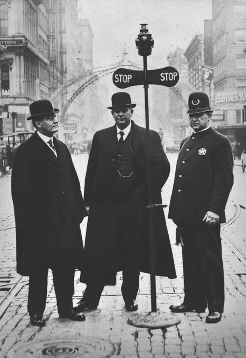 1913 First traffic signal 5th and Washington