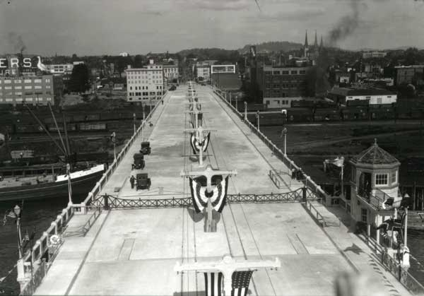 1926 New Burnside Bridge decked out for opening