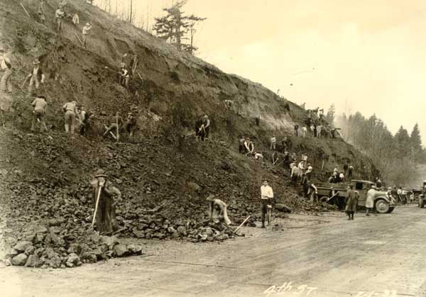 1933 Relief crew working on 4th Avenue extension (Barbur Blvd.)