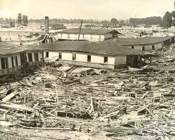 1948 Vanport flood aftermath building debris