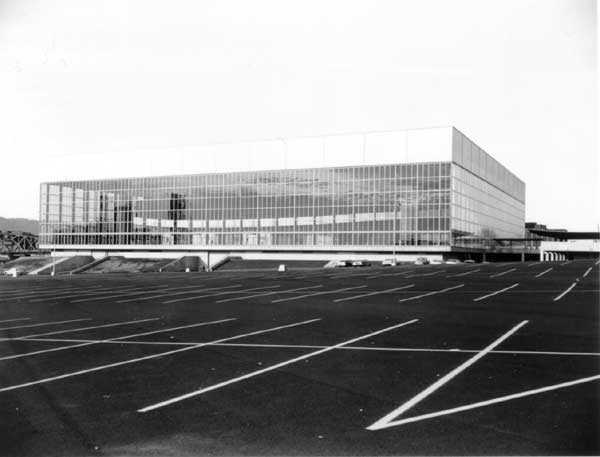 1960 Memorial Coliseum completed