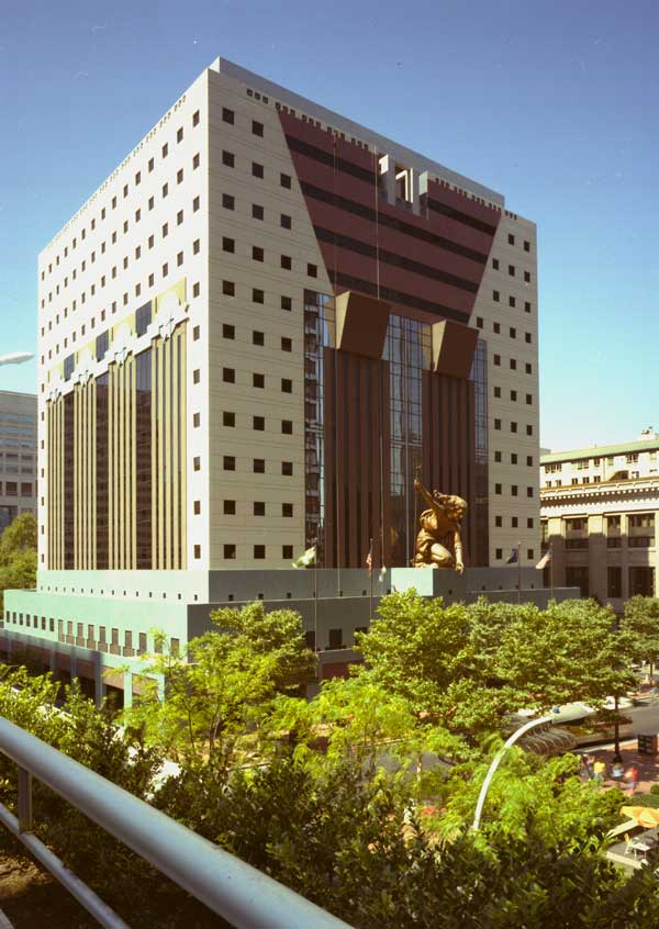 1986 Portland Building -5th Avenue side