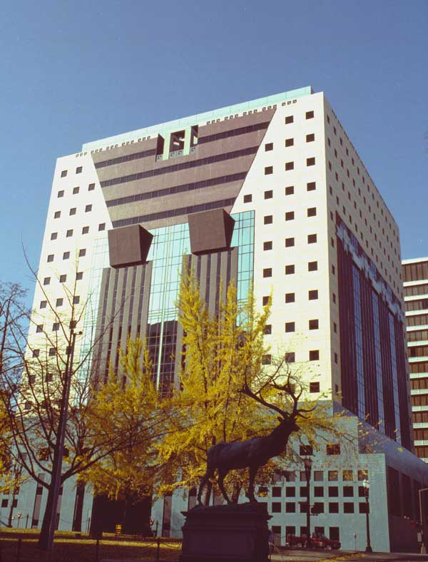 1983 Portland Building - 4th Avenue side